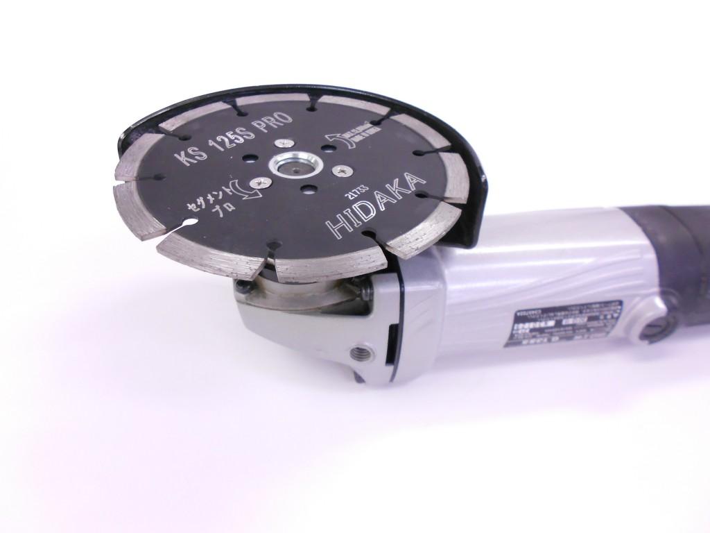 「ビス穴付」ダイヤを取付けたディスクグラインダー